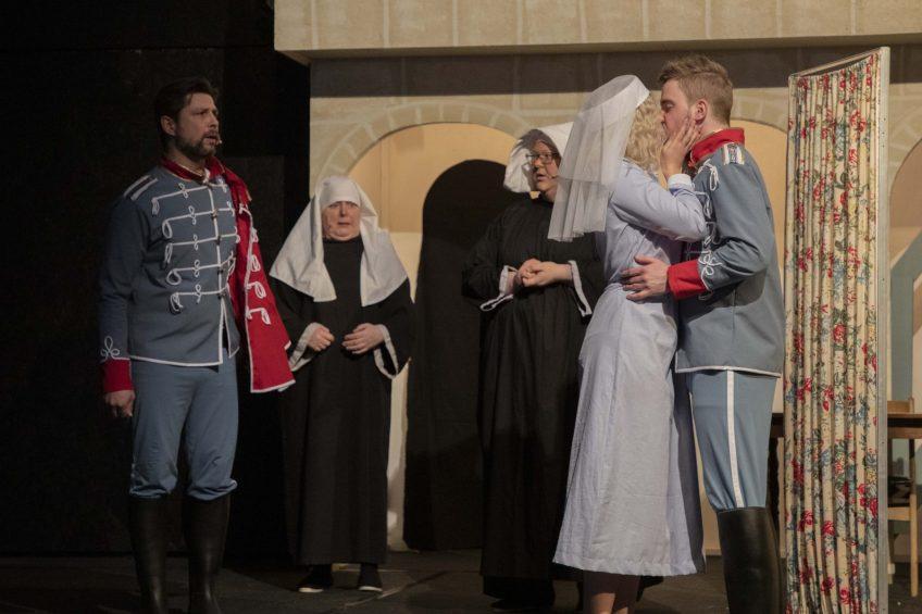 På teater med Frøken Nitouche