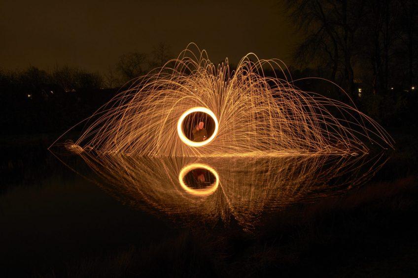 Spektakulære billeder med brændende ståluld